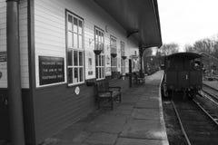 Elsecar arvjärnvägsstation & bussgarage, Elsecar i svart & vit, Barnsley, händelse för South Yorkshire 19th Februari 2017 vinterv Arkivfoton