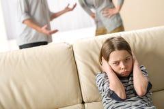 Eltern, die vor ihrer Tochter kämpfen Lizenzfreies Stockfoto