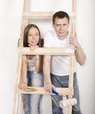 Eltern mit ihrem Sohn nahe Leiter Lizenzfreie Stockbilder