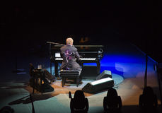 Elton约翰华腴在新加坡2011年11月 库存照片