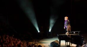 Elton John επιδεικτικός σε Σινγκαπούρη Νοεμβρίου 2011 Στοκ Φωτογραφία