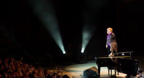 Elton John chamativo em Singapore novembro 2011 Fotografia de Stock