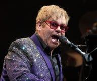Elton John Performs en concierto foto de archivo libre de regalías