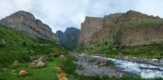 Eltyubyu villageï ¿ ½的峡谷 库存照片