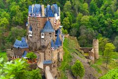 Eltz上面城堡视图, Muenstermaifeld德国 库存图片