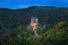 Eltz Castle στο σούρουπο, Γερμανία στοκ εικόνες