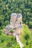 Eltz slott, en medeltida slott som lokaliseras på en kulle Arkivfoto