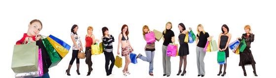 elva flickor grupperar shopping Royaltyfria Bilder