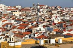 ELVAS, PORTUGAL: Vista da cidade velha das paredes da cidade imagens de stock