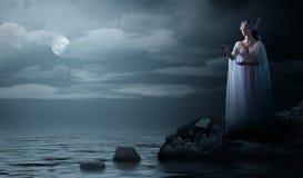 Elven dziewczyna na dennym wybrzeżu Fotografia Royalty Free
