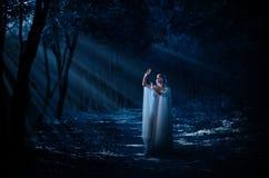 Elven dziewczyna przy lasem Zdjęcia Stock