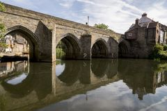 Elvet-Brücke über der Fluss-Abnutzung - Durham lizenzfreie stockbilder