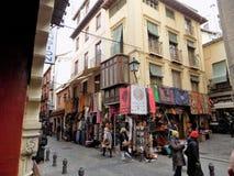 Elvira gata-shoppar av souvenir-Granada-Andalusia-Spanien Arkivbild