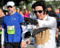 Elvis biega bednarz rzeki mosta bieg zdjęcia royalty free