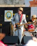 Elvis Costello bij het Volksfestival van Nieuwpoort stock foto