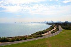Elwood海滩和墨尔本城市地平线 库存照片