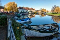 ELY, CAMBRIDGESHIRE/UK - LISTOPAD 23: Widok wzdłuż Rzecznego Grea zdjęcia royalty free