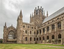 Ely Cathedral sidosikt royaltyfri bild