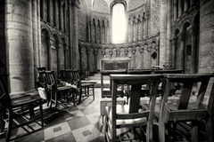 Ely Cathedral Window en Stoelen Stock Foto