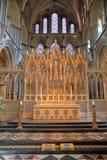 ELY, GROSSBRITANNIEN - 26. MAI 2017: Der Innenraum der Kathedrale - der Altar Lizenzfreies Stockbild