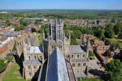 ELY, GROSSBRITANNIEN - 26. MAI 2017: Vogelperspektive des Ostteils der Kathedrale mit dem Achteck in der Mitte und der Landschaft Lizenzfreie Stockfotografie