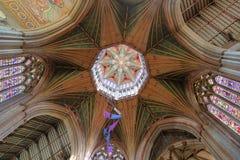 ELY UK - MAJ 26, 2017: Inre av domkyrkan - oktogontaklyktan Arkivfoton