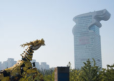 Em Ásia, China, Pequim, parque olímpico, desempenhos da parada do  do horse†do dragão da maquinaria de França grandes, Imagens de Stock