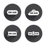 Em ícones do ar Sinais vivos do córrego Microfone Foto de Stock Royalty Free