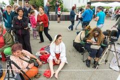 Em antecipação às atividades do non-ninational nos jogos de Nestinar na vila de Bulgari, Bulgária Fotos de Stock Royalty Free