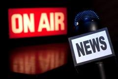 Em-Ar do microfone da notícia Imagens de Stock Royalty Free