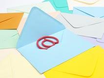 Em assine dentro o envelope azul imagem de stock royalty free