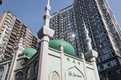 Em baixo mesquita alta Foto de Stock