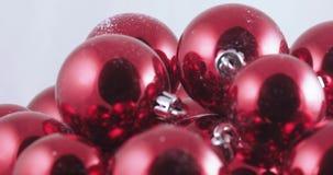 Em bolas maiorias do Natal video estoque