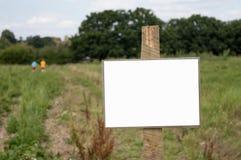 Em branco assine dentro um campo Fotos de Stock