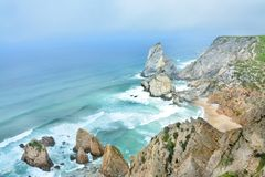 Em Cabo Roca dará penhascos bonitos em Portugal fotografia de stock royalty free