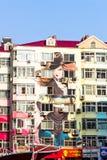 Em dezembro de 2012 - Qingdao, China - pinturas murais na rua de passeio de Taidong Fotos de Stock Royalty Free