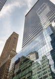 Em direção ao céu vista de arranha-céus de New York City Imagem de Stock