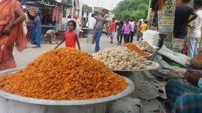 Em doces indianos do estilo na tarifa o estado de Bihar it& x27; doces tão doces de s que fazem em casa este tipo de doces fotografia de stock royalty free