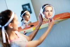 Em dois espelhos Fotografia de Stock