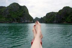Em férias na baía longa do ha, Vietnam imagens de stock