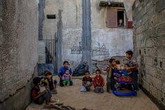 Em Gaza cercado, a pobreza agrava a má nutrição da criança imagens de stock royalty free