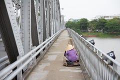 Em junho de 2017, Hue Vietnam - ponte sobre o rio do perfume em Hue Vietnam fotos de stock