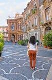 Em ruas velhas de Catania Imagens de Stock
