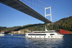 Em segundo ponte de Bosphorus em Istambul fotos de stock royalty free