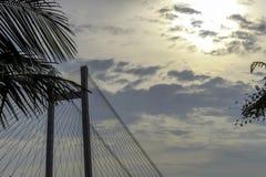 Em segundo ponte de Howrah - a ponte de modilhão histórica no rio Ganges fotos de stock