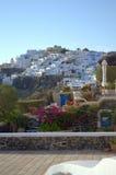 Em telhados de Santorini Fotos de Stock Royalty Free