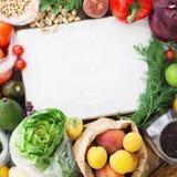Em torno do grupo da placa de corte de alimento saudável diferente Foto de Stock Royalty Free
