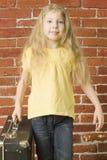 Em torno do mundo - a criança vai em uma viagem Imagens de Stock Royalty Free
