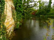 Em um jardim inglês do país Imagem de Stock Royalty Free