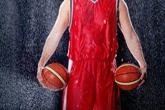 Posse do jogador de basquetebol suas bolas favoritas Fotografia de Stock Royalty Free